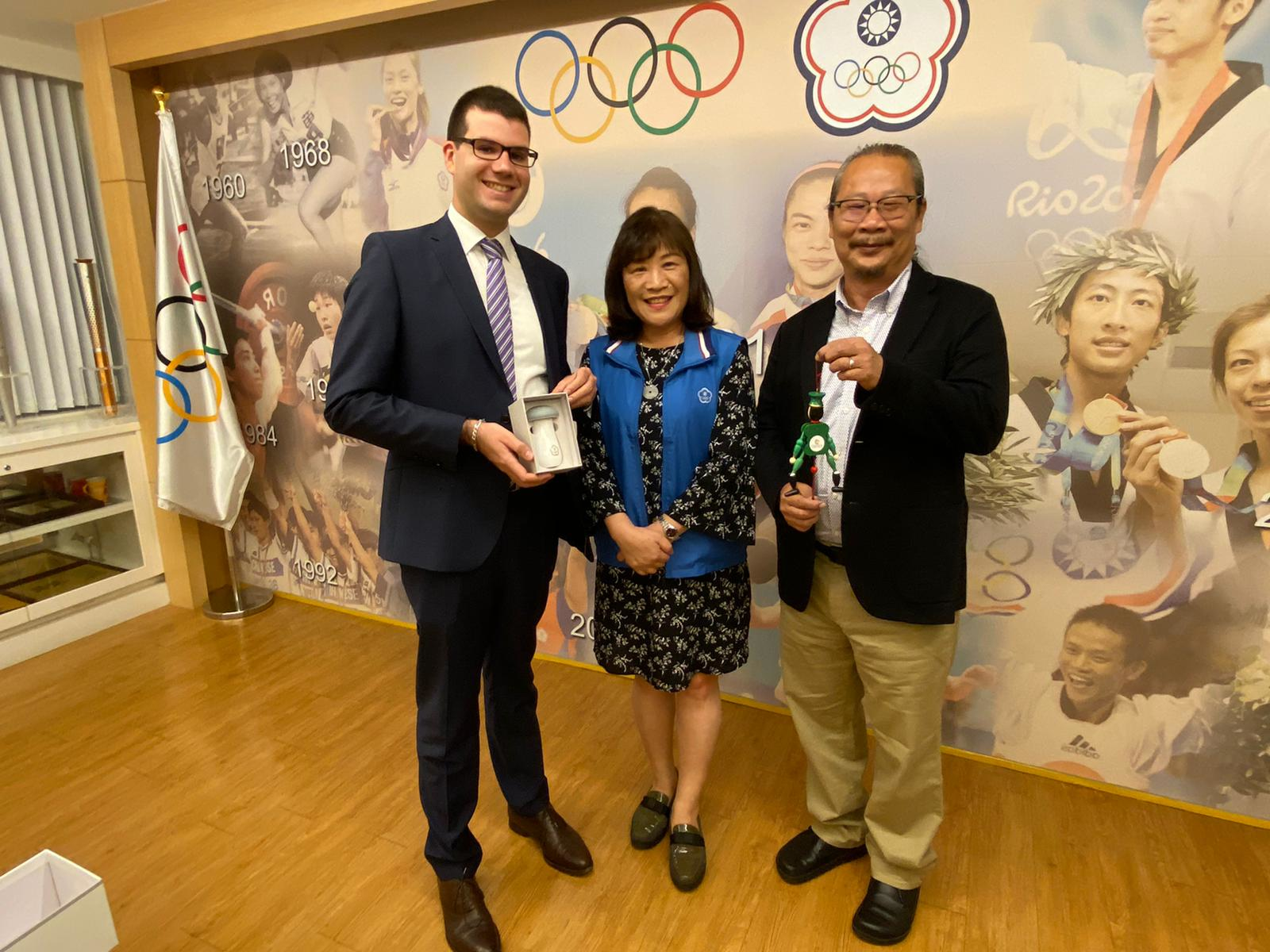 TAFISA's Junior Director meeting with Chinese Taipei Olympic Committee's Secretary General Frances Yuh-Fang Wang Lee and Advisor Hank Jwo.